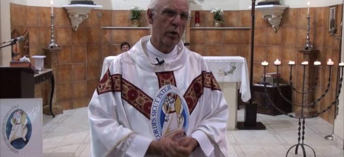 VÍDEO: Homilia do Pe. Julio no Domingo da Santíssima Trindade