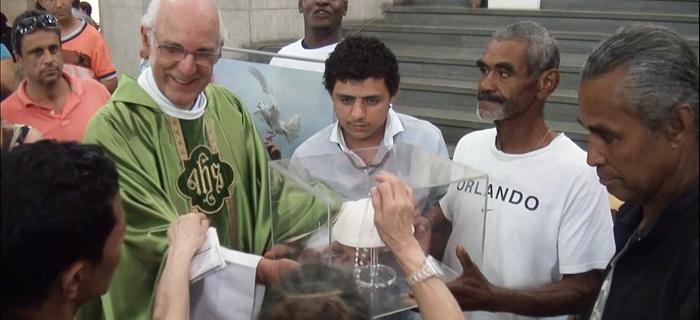 Pastoral de Rua de São Paulo recebe solideu do Papa Francisco